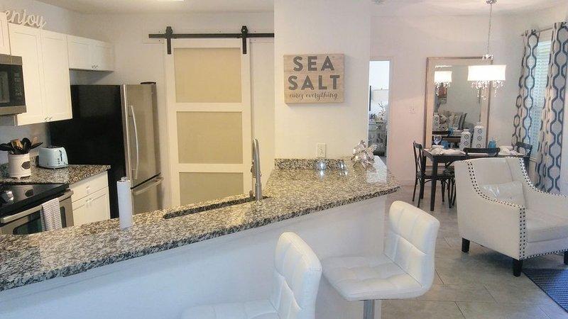 Stunning Luxury 'SEA SALT CONDO' mins to Clearwater Beach w/Salt Wtr Pool, Gym, alquiler de vacaciones en Belleair