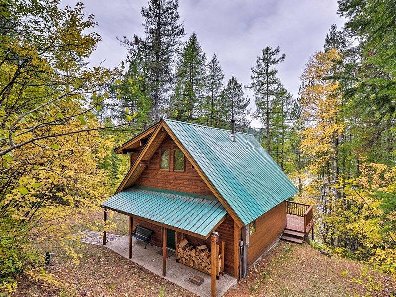 Cabin Rental on Spoon Lake near West Glacier, alquiler de vacaciones en Columbia Falls