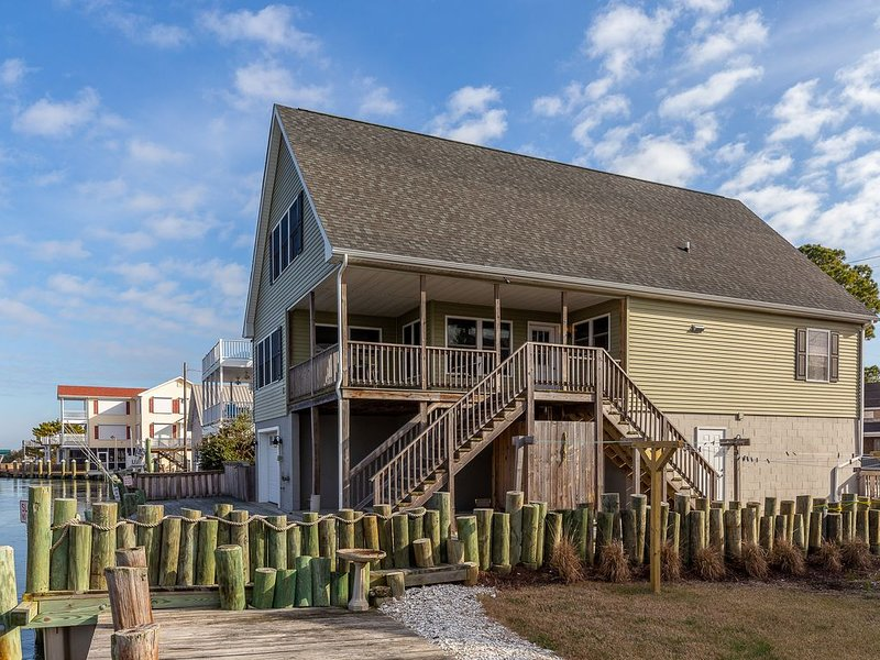 Porthole is a stunning 3 Bedroom/2.5 Bath Waterfront Vacation Home on Chincoteag – semesterbostad i Chincoteague