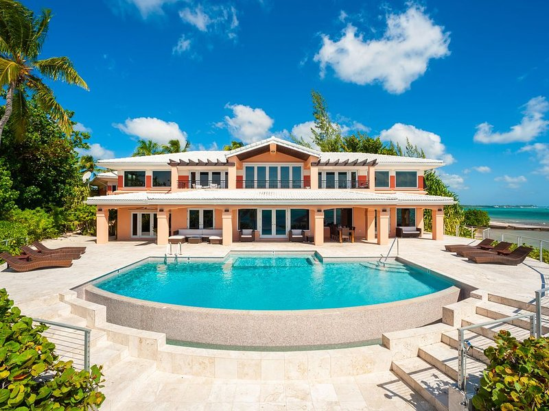 6BR Pease Bay House-Oceanfront Luxury Estate with Infinity Pool & Private Tenni, holiday rental in Breakers
