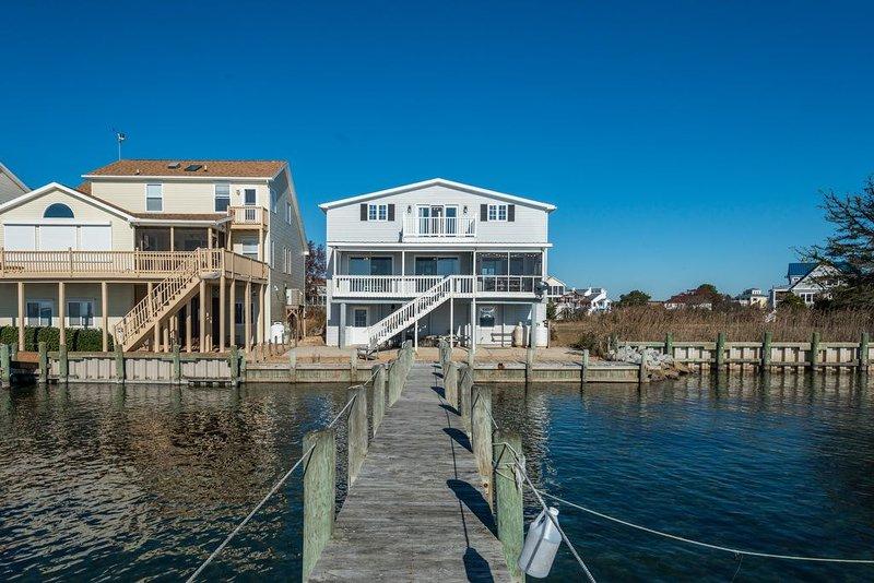 Enjoy Resort-Style Amenities at Captain`s Cove - 3 Pools, Golf, Marina, & More.