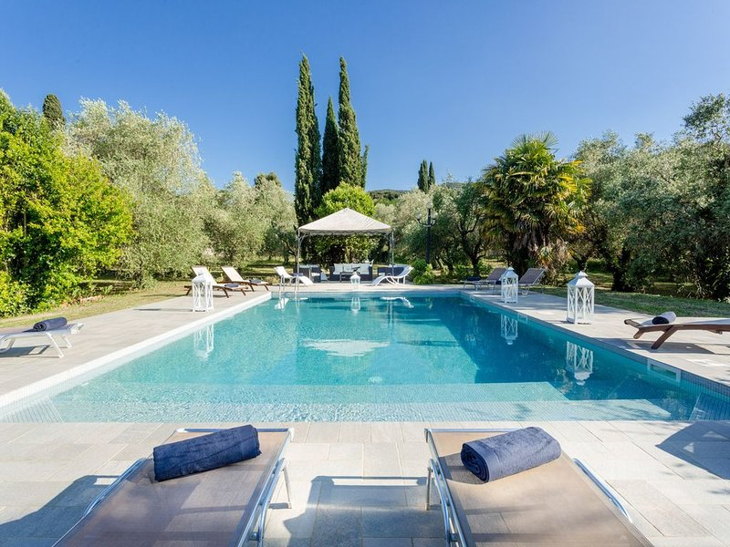 Rewind In Style In a Renaissance Villa with Pool among the Vineyards in Lucca Pr, holiday rental in Pozzuolo