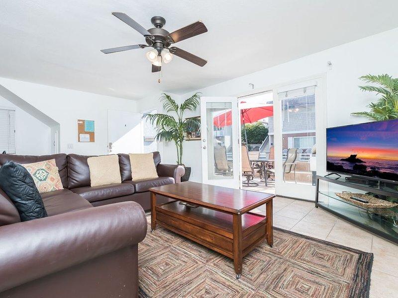 Downstairs Beachside Getaway w/ A/C - Patio with 34th Street Beach Views!, vacation rental in Newport Beach