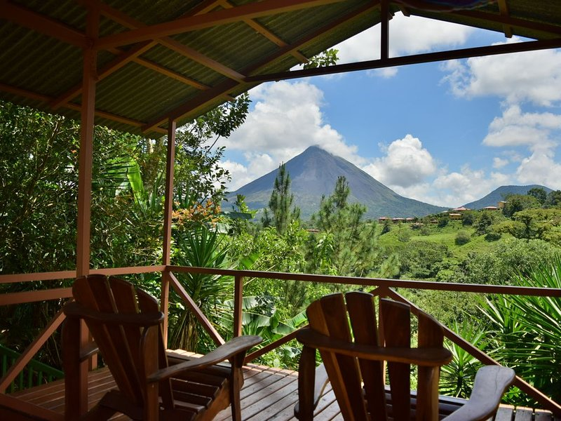 Beautiful and Private home in the Heart of the Village with great Volcano views!, holiday rental in Province of Alajuela