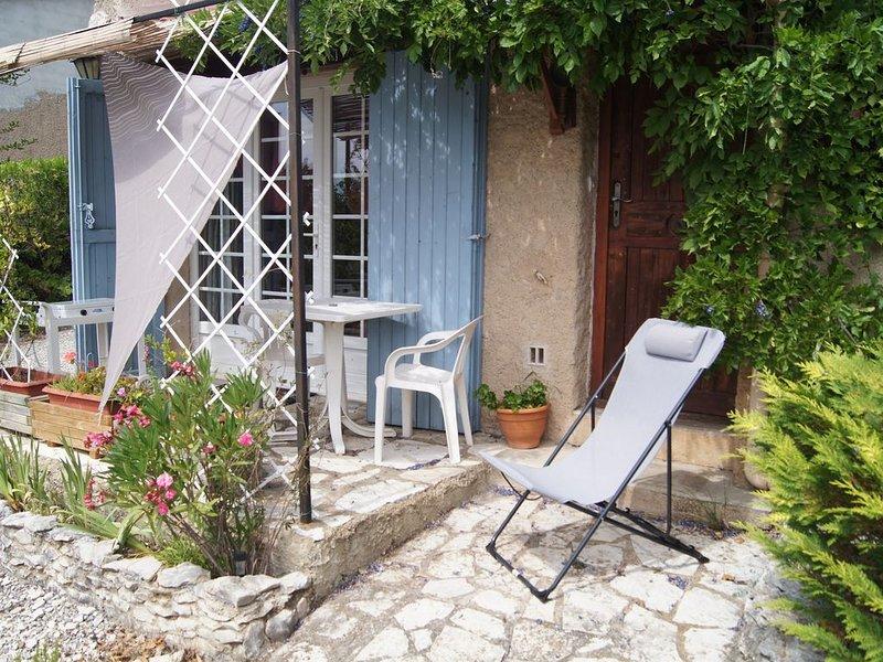 Petit studio en Provence, casa vacanza a Bevons