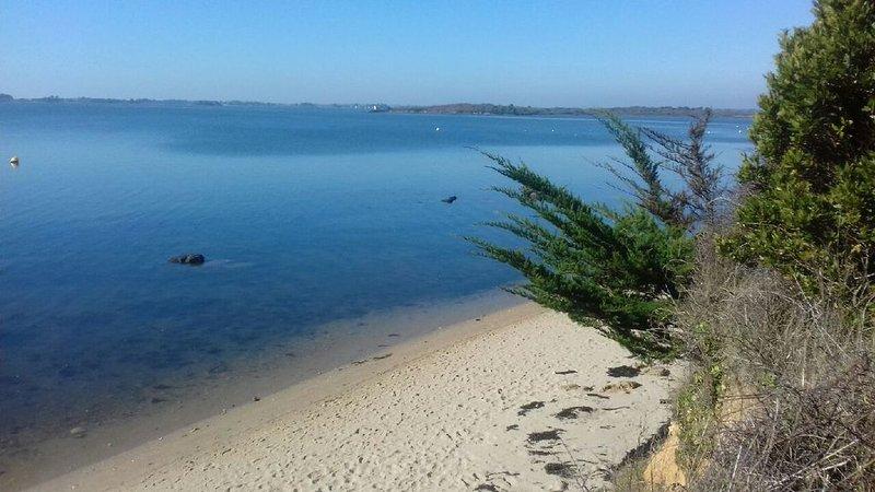 maison neuve vue mer à 50 mètres de la plage proche de vannes golfe du morbihan, casa vacanza a Sene