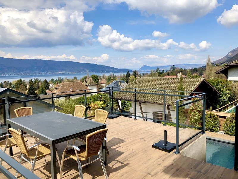 Superbe villa vue Lac panoramique - Piscine chauffée, holiday rental in Echarvines
