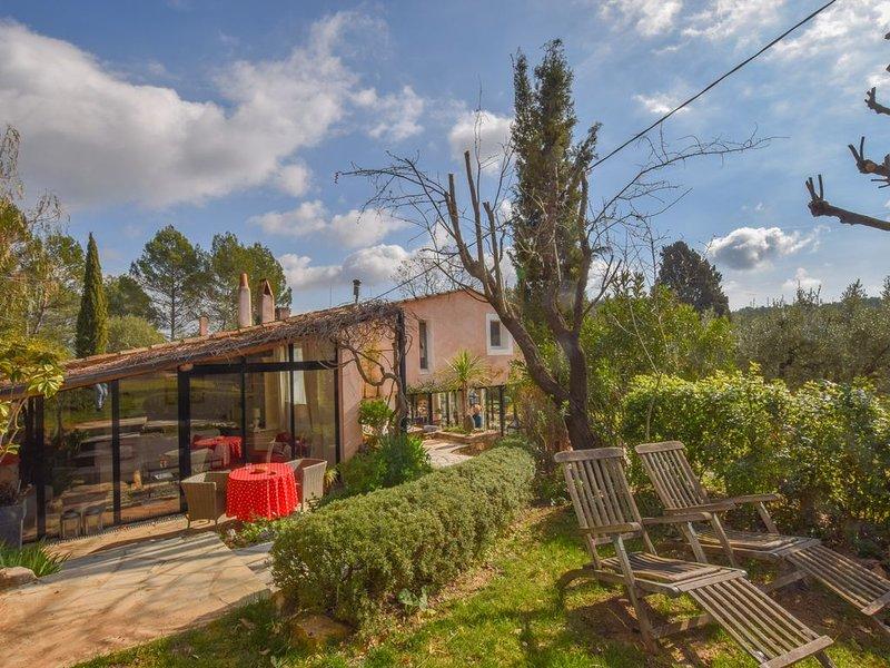 Appartement 2 Chambres avec accès piscine, location de vacances à Draguignan
