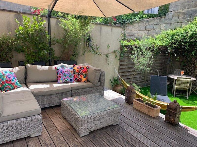 Maison Jardin Plancha style loft d'artiste rive droite, location de vacances à Bouliac