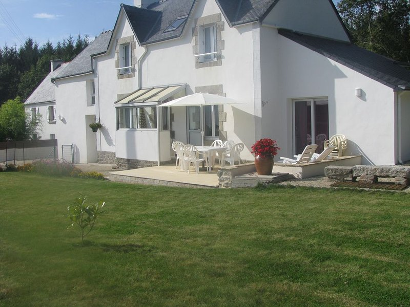 JOLIE MAISON SITUEE ENTRE CAMPAGNE ET MER, holiday rental in Nevez