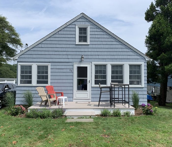 Seaside cottage with water views on Lord's Point in Mystic, CT, location de vacances à Stonington