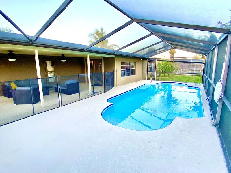 Cozy Coastal Satellite Beach Home with Pool, holiday rental in Palm Shores
