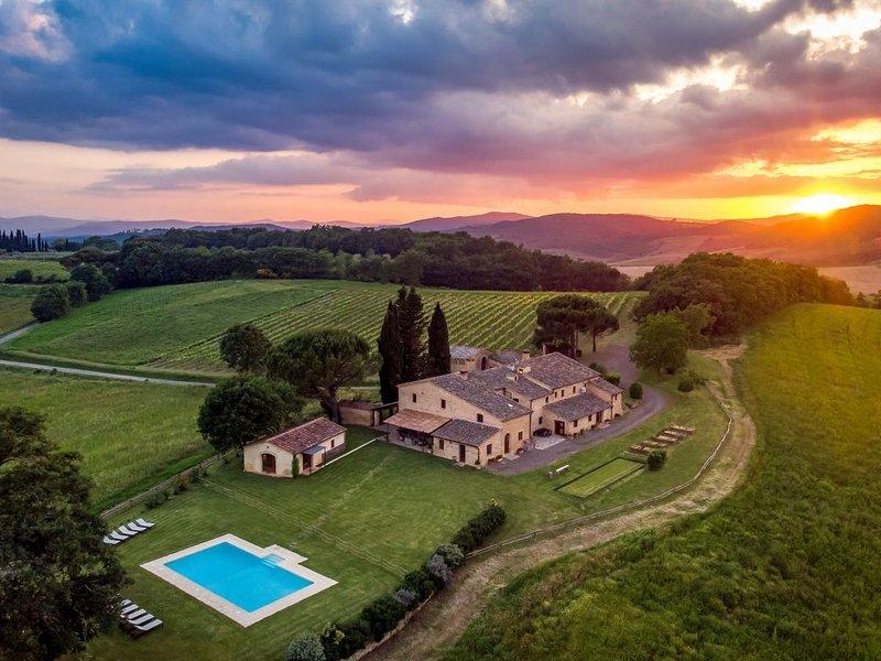 Podere Maiano - Private Pool Villa with 9 Bdrs and Spa, Ferienwohnung in Buonconvento