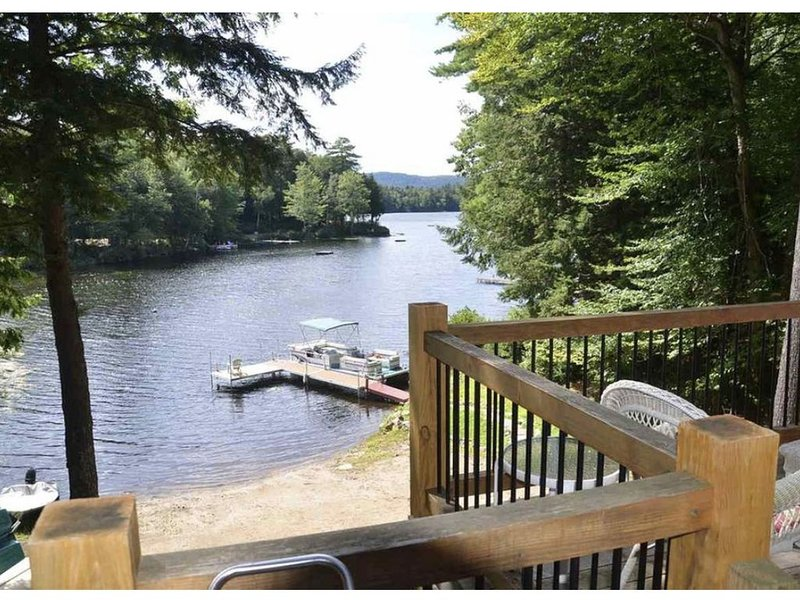 Lake Waukewan, with private beach and dock 100' shore frontage., vacation rental in New Hampton