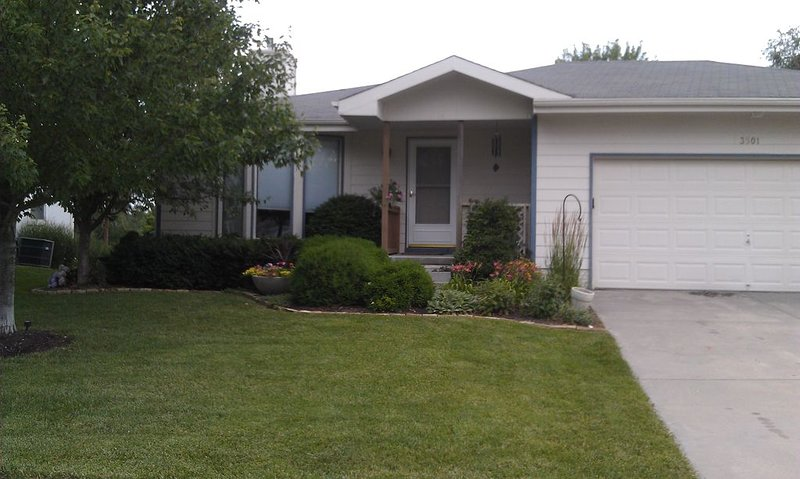 Comfortable 3BR home in SW Lincoln. Close to downtown! Self Check In, sleeps 8, holiday rental in Nebraska