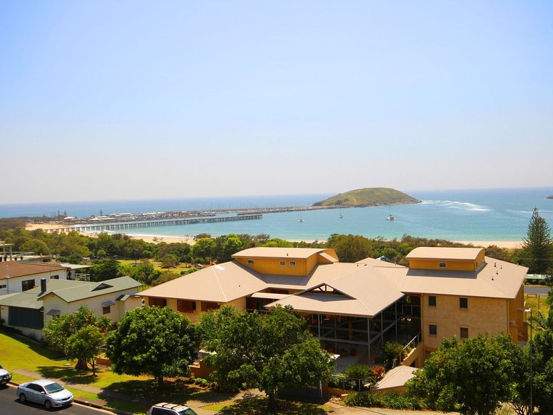 Beacon Heights Coffs Jetty, vacation rental in Brooklana