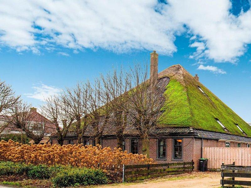 Lavish Farmhouse in Egmond aan den Hoef with Sauna, holiday rental in Heiloo