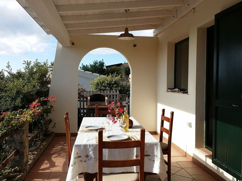 Quaint Holiday Home in Geremeas Sardinia with Sea view, holiday rental in Torre delle Stelle