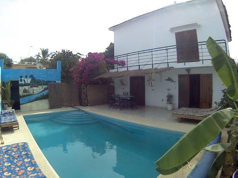 VILLA PRIVEE AVEC PISCINE A 5MN DE LA MER. 2 CHAMBRES,4 PERS MAX, location de vacances à Saly