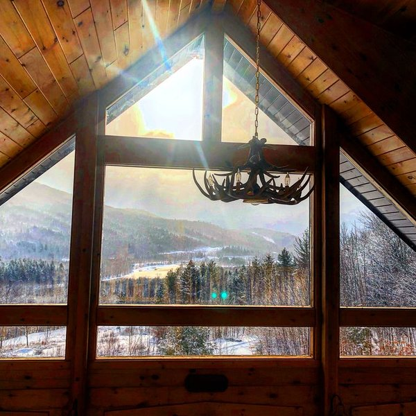 Cozy Cabin Getaway North of White Mountains, holiday rental in Jefferson