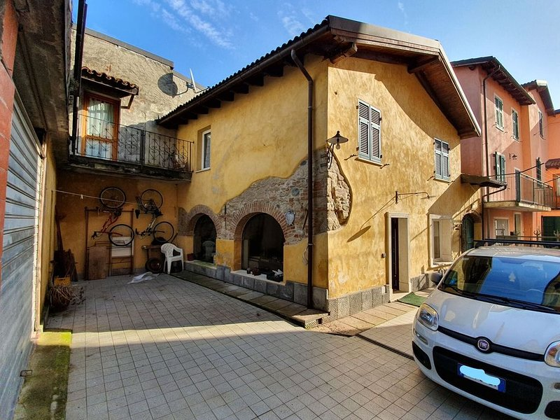 Alluring Holiday Home in Gavi with Garden, holiday rental in Gavi