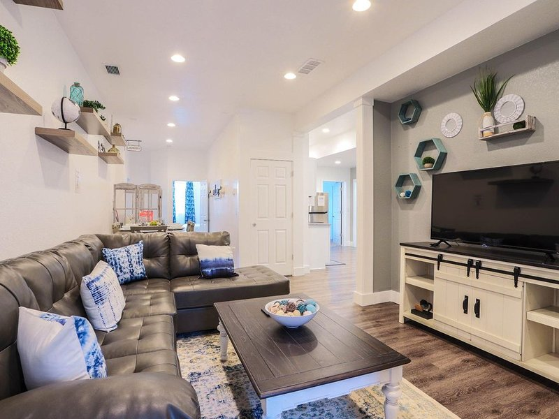 This duplex is a 4 bedroom(s), 2 bathrooms, located in Denver, CO., location de vacances à Glendale