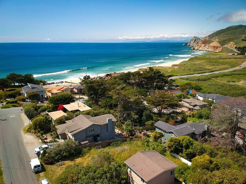 Stunning Oceanview Coastal Home | Beach, Trails, Family Activities, holiday rental in Moss Beach