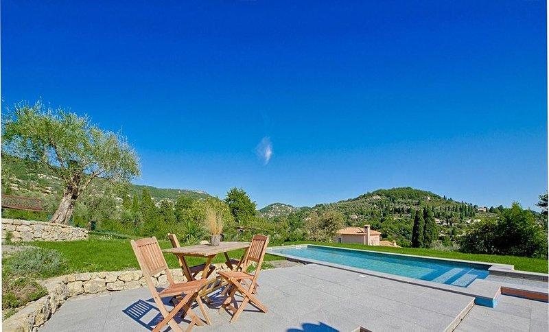 Villa Arcadia vues splendides collines jusqu'a la mer, location de vacances à Grasse