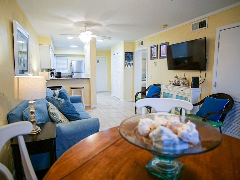 Just Listed! Light And Bright Condo W/Balcony In Hilton Head Oceanfront Resort, holiday rental in Hilton Head