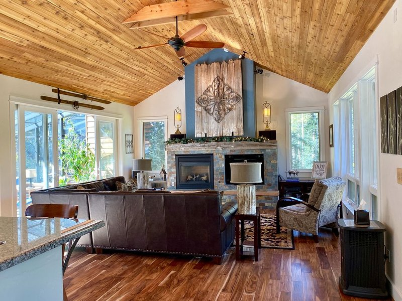 Quiet, Secluded, Spacious Home w/ Hot Tub and Fire Table, Ferienwohnung in Telluride