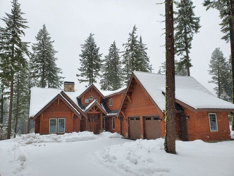 Multi-Family Suncadia Golf Fronting Home - BRAND NEW - Firepit/Hot Tub/Game Room, location de vacances à Cle Elum
