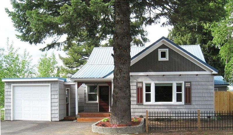 Park Street Cottage: Hot Tub, Pet Friendly, Short Walk to Downtown and Lake, vacation rental in McCall