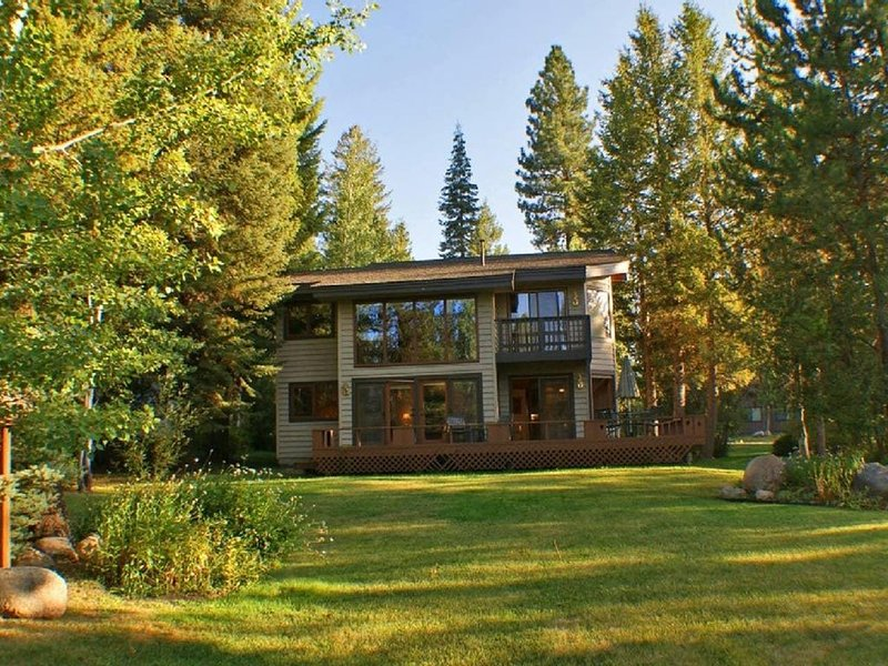Fairway Lodge: Pet Friendly, On the Golf Course, Gas Fireplace, vacation rental in McCall