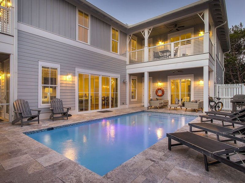 Large Seagrove Beach House, Private Heated Pool, Chef's Kitchen, 3 Master Suites, holiday rental in Seagrove Beach