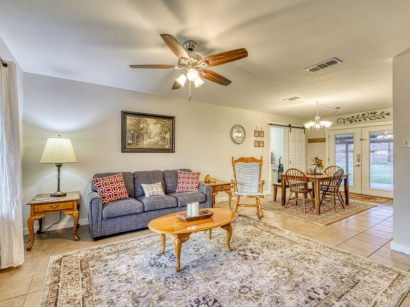 Spacious, family friendly home, large backyard and near downtown!, vacation rental in Fredericksburg