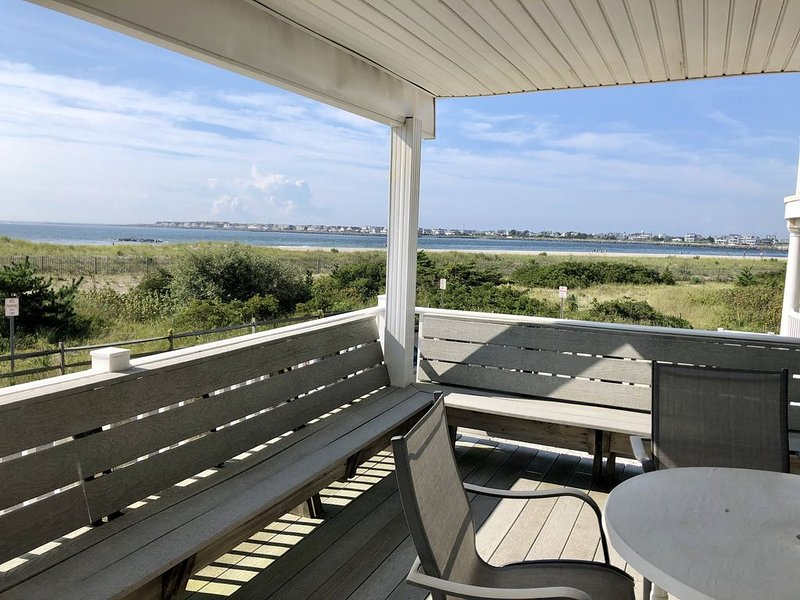 Views, Views, Views! Beachfront on quiet cul-du-sac. Fully Equipped 4 Bedroom, holiday rental in Sea Isle City