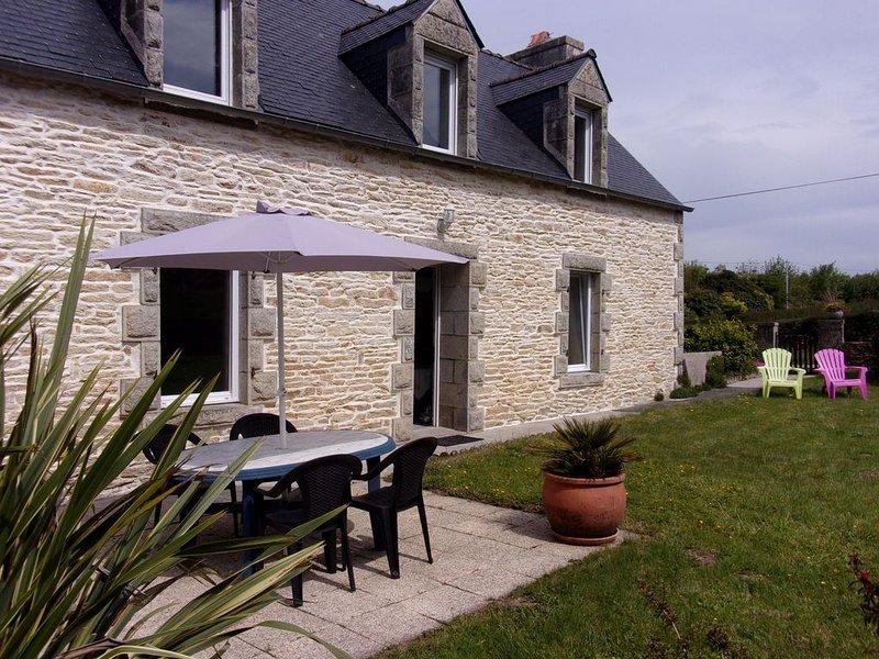 Maison de caractère à la campagne entre ville et mer, holiday rental in Plogastel-Saint-Germain