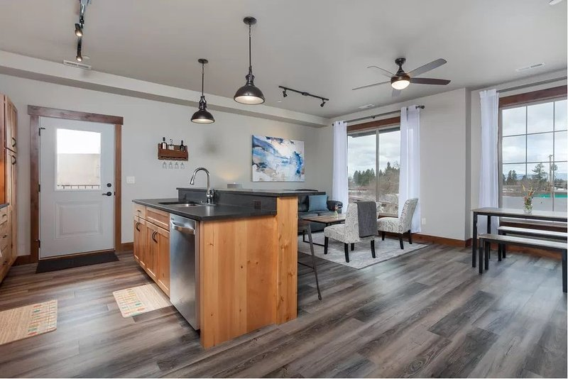 Beautiful CFalls Condo - Minutes to Glacier National Park, Whitefish, & More!, holiday rental in Columbia Falls