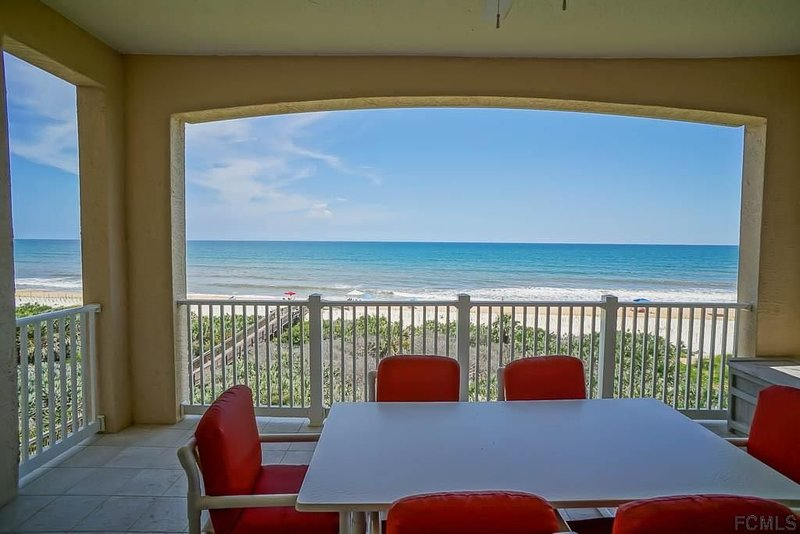"""Direct Oceanfront Paradise with High-Speed Internet and 55"""" 4K Streaming TV!, holiday rental in Palm Coast"""