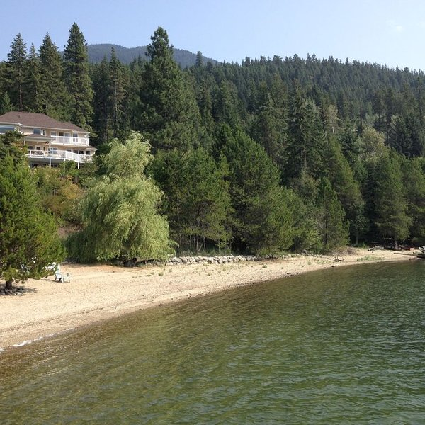 Echo Beach, relax, chill...., holiday rental in Riondel