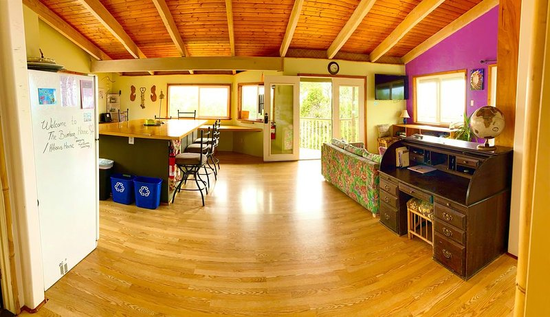 The Hibiscus House: 3 acres, beautiful, clean and private SUPERHOST, vacation rental in Ocean View