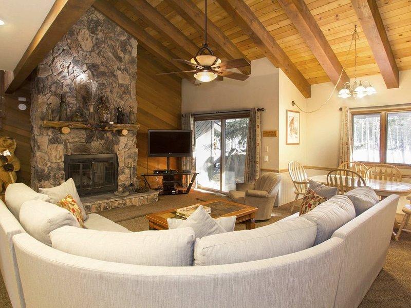 Cozy mountain living room w/ flat screen TV