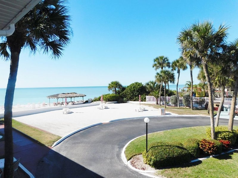 Gulf Beach Resort 315- Deluxe Studio, vacation rental in Lido Key