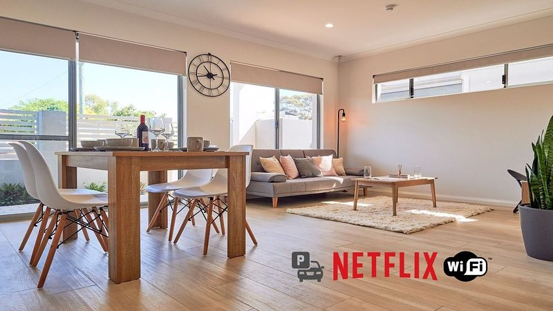 Murdoch Hospital & Uni - Netflix & WiFi -, holiday rental in Jandakot