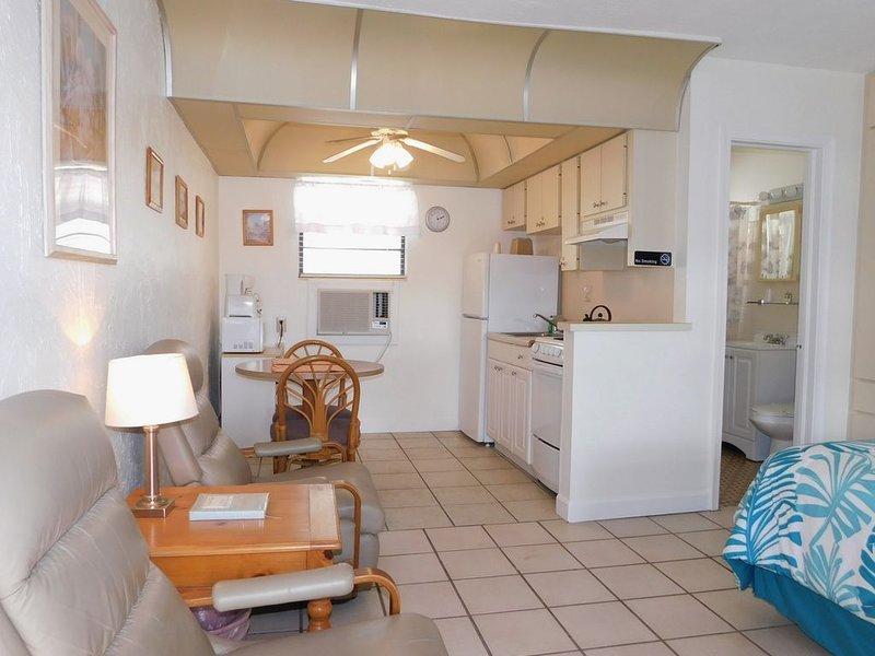 Gulf Beach Resort 110- Standard Studio, vacation rental in Lido Key