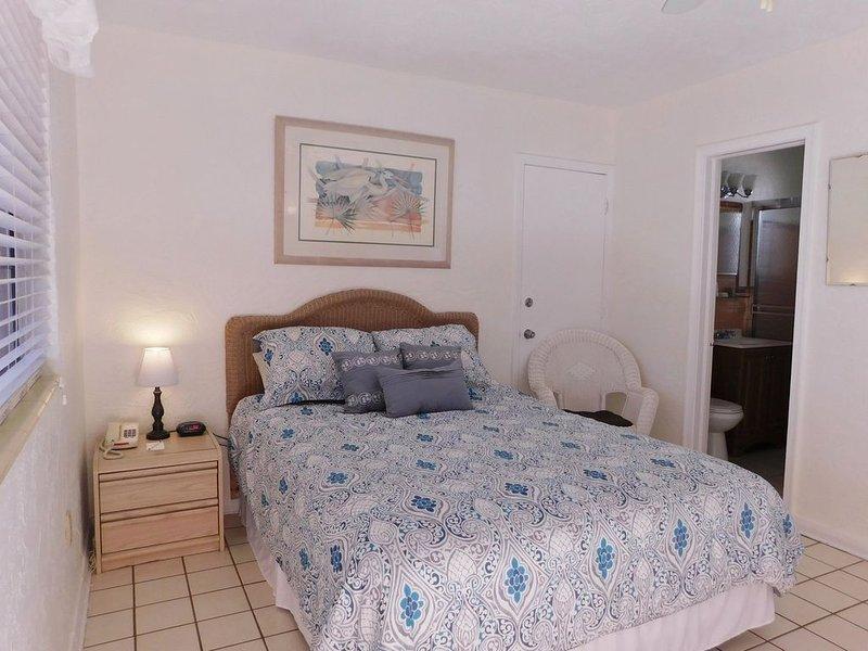 Gulf Beach Resort 107- Standard Studio, vacation rental in Lido Key