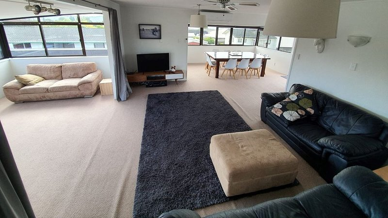 Spacious On Tobin - Spacious Home Can Comfortably Fit Two Families, holiday rental in Taupo