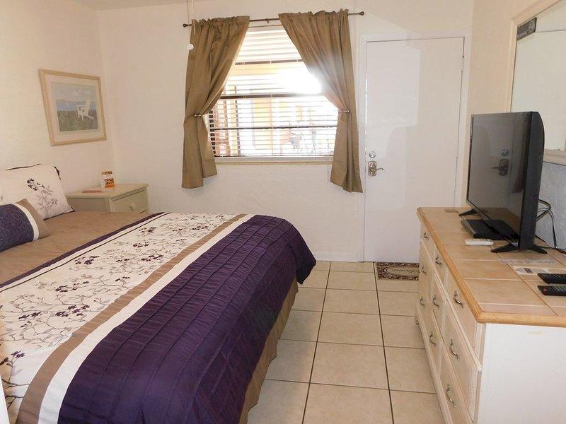 Gulf Beach Resort 200- Motel Room, vacation rental in Lido Key