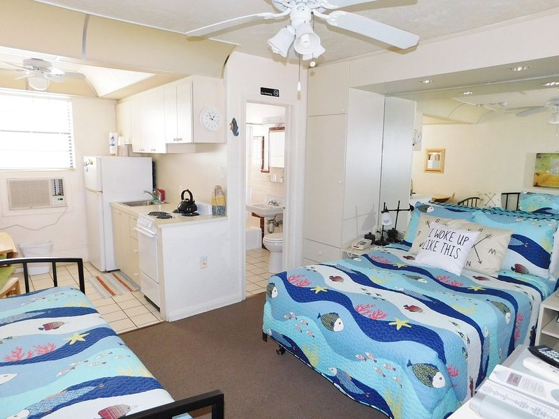 Gulf Beach Resort 203- Standard Studio, vacation rental in Lido Key