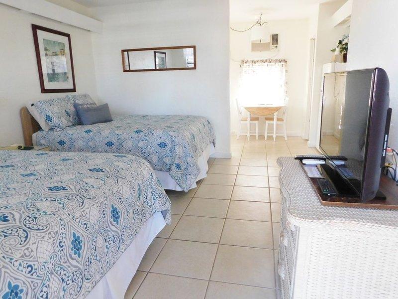 Gulf Beach Resort 304- Deluxe Studio, vacation rental in Lido Key